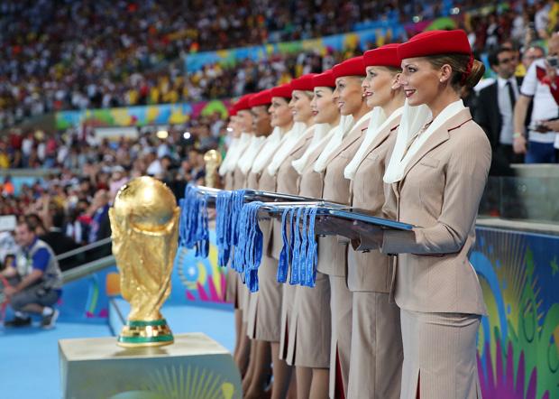 Emirates f te la coupe du monde de la fifa avec l 39 allemagne le gagnant du troph e - Gagnant de la coupe du monde ...