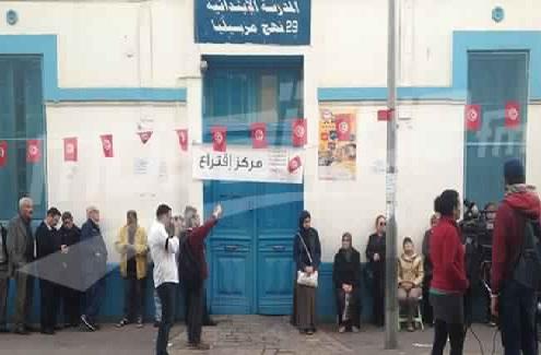 tunisie les votants s par s en hommes et femmes dans certains bureaux de vote vid o. Black Bedroom Furniture Sets. Home Design Ideas