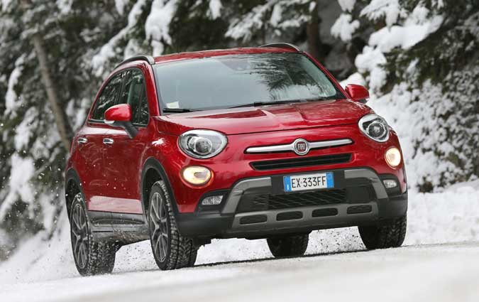 fiat 500x le suv crossover de l 39 ann e 2015. Black Bedroom Furniture Sets. Home Design Ideas