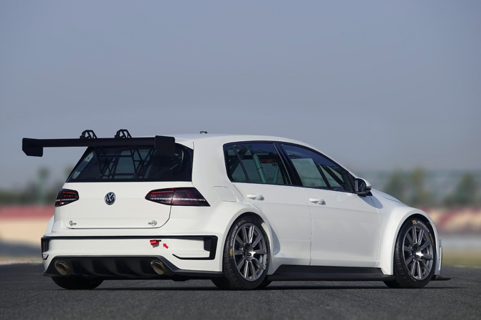 volkswagen d veloppe une nouvelle golf pour les circuits. Black Bedroom Furniture Sets. Home Design Ideas