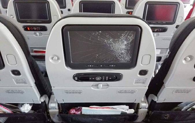 Un passager met un coup de poing l 39 cran plac dans l 39 avion - Coup de poing dans le dos ...