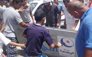 tunisie saccage des bureaux du parti islamiste ennahda lors d une manifestation d ouvriers des. Black Bedroom Furniture Sets. Home Design Ideas